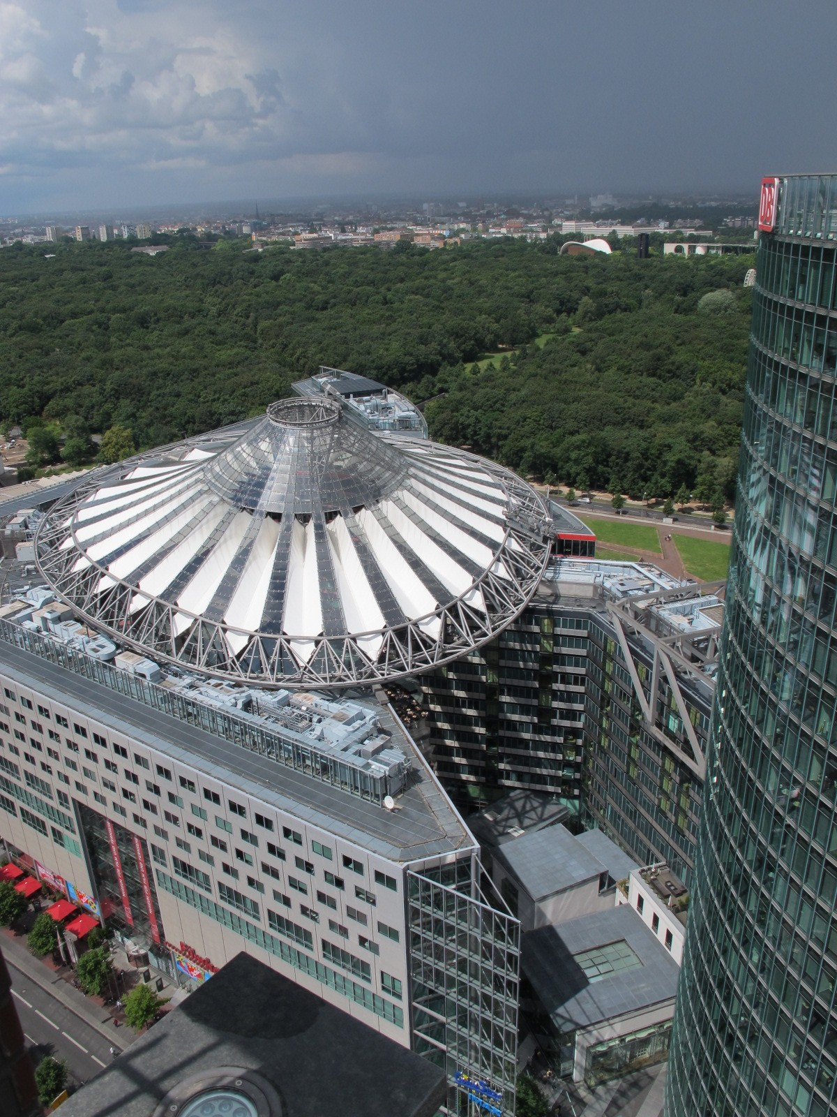 Blick vom Kollhoff Tower auf das Sony Center